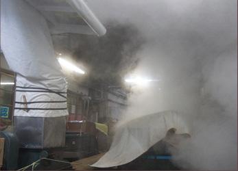 釜から大量の蒸気が上がる様子
