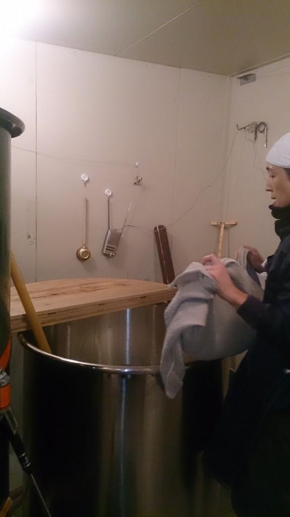 仙台市の地酒専門酒販店「青木商店」さんオリジナル純米吟醸の仕込み風景